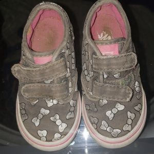 Toddler Van's size 6.5 bow